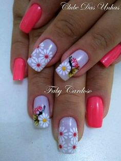 Nails with butterflies - decoration step by step Butterfly Nail Designs, Diy Nail Designs, Halloween Nail Designs, Sunflower Nail Art, Golden Nails, Pink Nail Art, Stylish Nails, Flower Nails, Nail Trends
