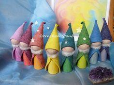 1 enchanting rainbow finger puppet dwarf by ☆ Sternchen-Staub ☆ on DaWan … - Basteln Waldorf Crafts, Waldorf Toys, Felt Crafts, Diy And Crafts, Arts And Crafts, Felt Puppets, Clothespin Dolls, Oui Oui, Reno