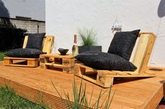 People who like to spend time creating things with the wood pallets should go for this idea of building urban style wood furniture to make the patio impressive because there are a few people who consider pallets to adorn their home with the furniture made of it.