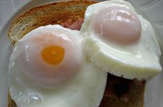 How to poach eggs in the microwave with great results is intimidating. For perfectly poached eggs, the microwave is your friend. Egg Recipes For Kids, Healthy Egg Recipes, Egg Recipes For Breakfast, Breakfast For Kids, Cooking Recipes, Breakfast Ideas, Breakfast Healthy, Healthy Kids, Cooking Tips