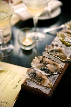 Oyster Restaurant, Seafood Restaurant, Restaurant Recipes, Restaurant Design, Best Oysters, Champagne Bar, Raw Bars, Oyster Bar, Food Styling