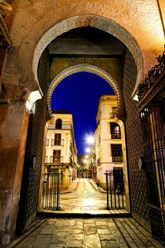 Rincones de Andalucía / Places in Andalucía Sevilla late at night.