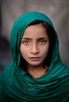 Girl from Peshawar. Steve McCurry, 2002 [1280x1920]
