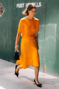 54 de 54 Cuando vestir de un único color e introducir complementos se convierten en la mejor idea para crear un look working girl. ¿Por qué no? | #StreetStyle