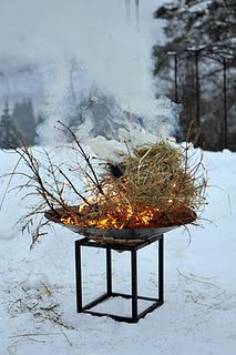 && winter fuego! Winter Fire, Snowy Day, Winter Solstice, Winter Activities, Winter Garden, Warm And Cozy, Terrarium, Winter Wonderland, Cold Weather