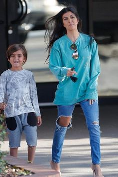 Kourtney Kardashian wearing Gianvito Rossi Pointed Toe Pump in Nude, Kanye West Life of Pablo Los Angeles Long Sleeve Shirt and Quay Showtime Sunglasses