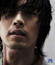 Hyun Bin looks smoking hot ToT Hyun Bin, Boys Long Hairstyles, Hairstyles For Round Faces, Haircuts For Men, Male Medium Hairstyles, Haircut Men, Asian Actors, Korean Actors, Hot Men