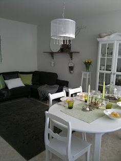 Black and white living room/dining space