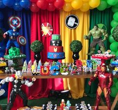 The decoration for a memorable and incredible birthday party, whatever the theme chosen, requires good planning. Avengers Birthday Cakes, Hulk Birthday, Superhero Birthday Cake, Superhero Party, 5th Birthday, 4 Year Old Boy Birthday, Avenger Party, Avengers Party Decorations, Birthday Party Decorations