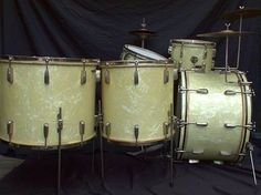 Chicago Drum Company makes an excellent set that looks like this and sound just like it.