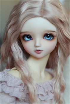 BJD. Her eyes are so captivating.