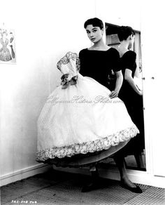 Hollywood Glitz & Glamour - Audrey Hepburn holding the Givenchy white point d'esprit ball gown from the film Love in the Afternoon Style Audrey Hepburn, Audrey Hepburn Quotes, Aubrey Hepburn, Glamour, Pin Up, My Sun And Stars, My Fair Lady, British Actresses, My Idol