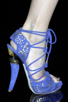 Christian Dior #Shoes. Look at the heel!