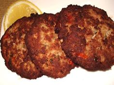 Chapli Kebab recipe prepared with ground meat and spices. The main varieties of kebab are seekh kebab, kofta kebab. Mince Recipes, Kabob Recipes, Grilling Recipes, Beef Recipes, Appetizer Recipes, Cooking Recipes, Recipies, Indian Chicken Recipes, Indian Food Recipes