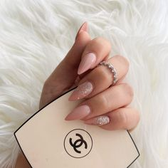 Almond Nails Pink, Classy Almond Nails, Almond Acrylic Nails, Rose Gold Nails, Classy Nails, Stylish Nails, Pink Nails, White Nails, Almond Shape Nails
