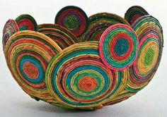 Magazine Crafts: 23 Ideas, Photos + Step by Step - artesanato - Recycled Magazine Crafts, Recycled Paper Crafts, Recycled Magazines, Rope Crafts, Diy And Crafts, Decor Crafts, Quilling Paper Craft, Paper Crafts Origami, Rolled Paper Art