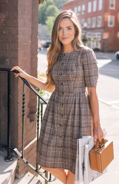 Gal Meets Glam's Fabulous Fall Dresses Are 40 Percent Off at Nordstrom Right Now Get Fall Outfits for School You Need To Good Wear Now Modest Dresses, Fall Dresses, Stylish Dresses, Pretty Dresses, Cute Simple Dresses, Beautiful Casual Dresses, Best Casual Dresses, Summer Dresses, Mode Outfits