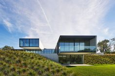 Gallery of OZ House / Stanley Saitowitz | Natoma Architects - 1