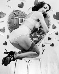 vintagegal:  1950s valentine pin-up