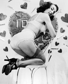 vintagegal:  1950s valentine pin-up