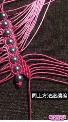 点击查看原图 5 Strand Braids, Beaded Necklace Patterns, Micro Macrame, Bracelet Tutorial, Friendship Bracelets, Knots, Hair Accessories, Diy Crafts, Handmade