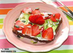 Pan De Centeno Con Aguacate, Fresas Y Semillas | Gastronomía & Cía