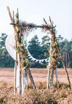 Traubogen für eine freie Trauung bei einer Boho-Hochzeit