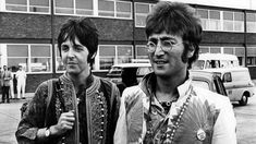 John Lennon & Paul McCartney Holiday Classics Hit Hot 100 at Last, Among 20 Seasonal Songs on the Chart — Billboard Beatles Songs, Beatles Bible, Die Beatles, Beatles Art, John Lennon Son, John Lennon Paul Mccartney, James Mccartney, Interview, Chuck Berry Songs