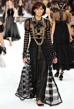 Chanel Spring-summer 2011 - Ready-to-Wear Dressing, Chanel Spring, Balmain, Ready To Wear, Spring Summer, Victorian, How To Wear, Fashion Designers, Collection