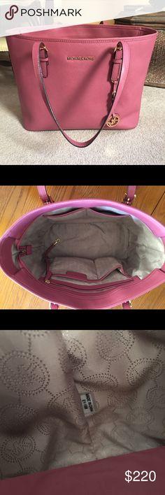 "Michael Kors Jet Set Travel in Medium Perfect condition! 17x 11.5x 5"". Handle drop 8.5"" Michael Kors Bags Totes"