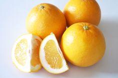 「河内晩柑(かわちばんかん)」 熊本県で発見された、文旦系の自然雑種です。  品種名は河内晩柑(かわちばんかん)。美生柑(みしょうかん)という名は登録商標で、各生産地でいろいろな名称がつけられています。  大きさはオレンジと同じくらいです。表皮は鮮やかな黄色で、文旦系のとても良い香りがします。  果汁もたっぷりで、サッパリとした食味。 グレープフルーツのような苦みはなく「和製グレープフルーツ」とも言われます。