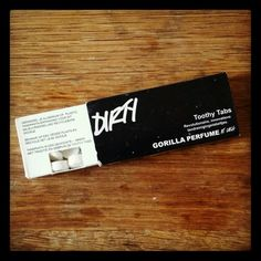 Tooth paste tabs from Lush cosmetics to brush your teeth plastic-free! #plasticfreetuesdaytips