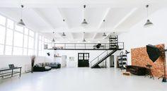 SideLight Photo Studio, a természetes fények és hatalmas terek műterme Summer Wedding Venues, Business Portrait, Workspace Design, Minimal Design, Photo Studio, Minimalism, House Design, Bed, Interior