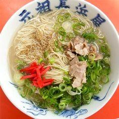元祖 長浜屋 ★★★☆☆ 福岡に住んでる人しか分からない呪文を唱えて注文する。 「ベタナマネギモリデ!」 僕はいつもこの呪文で注文してます!  Fukuoka Tonkotsu Pork Ramen Noodles Soup, Japanese Food
