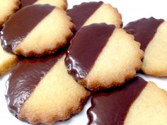 Keto Cookies, Shortbread Cookies, Double Chocolate Chip Cookies, Chocolate Dipped, Melted Chocolate, Sin Gluten, Low Carb Desserts, Low Carb Recipes, Protein Recipes