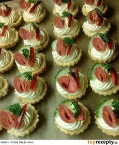 Slané košíčky s Nivou Salty Foods, Salty Snacks, Amazing Food Decoration, Czech Recipes, Food Displays, Polish Recipes, Appetisers, Yummy Appetizers, Creative Food