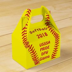 Cute and Personalized Softball Party Favor Bags / Boxes. Type in your TEAM and… Softball Party Decorations, Softball Party Favors, Softball Treats, Softball Birthday Parties, Softball Team Gifts, Softball Stuff, Girls Softball, Softball Hair, Volleyball Drills