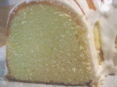 Elvis Presley's Favorite Whipping Cream Pound Cake | Cocinando con Alena