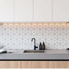 Love these slash back tiles via  @thestylishdesigns ・・・ Neutral Kitchen inspo by & via @marniehawson  #kitchen #kitcheninspo #kitchendesign #interior #interiordesign #interiorstyling #instastyle #instadaily