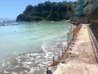 Il raggio riflesso: Cemento sulla metà delle coste italiane