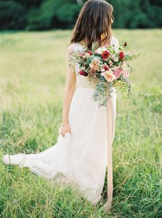 Rustic summer blooms: http://www.stylemepretty.com/2015/09/16/rustic-elegant-tuckahoe-plantation-wedding-inspiration/ | Photography: Kate Ignatowski - http://www.kateignatowski.com/