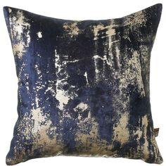 dark blue and gold cushins Navy Gold Bedroom, Navy Bedrooms, Navy Living Rooms, Blue Bedroom, Luxury Cushions, Gold Cushions, Velvet Cushions, Scatter Cushions, Cushions On Sofa