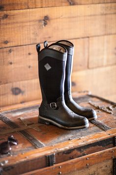 """""""Muck Boot Style of the Week 2016 #4  Style & Function Combined.  Designed for women, the Reign offers a tall, slimming look that easily accommodates riding pants or jeans inside the boot. It features equestrian detailing like a stirrup friendly toe and heel spur finished off with a simple side buckle. While the XpressCool™ liner makes the boot cool even in summer conditions.  #muckin #styleoftheweek"""""""