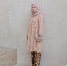 Kebaya Brokat Modern Model Tunic Tali Pinggir Soft Peach