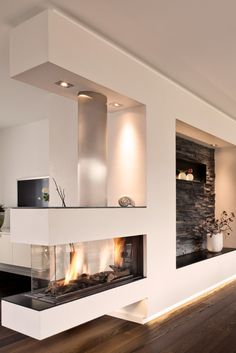 Who needs a living room wall when he has such a beautiful panoramic gas fireplace with modern stone paneling and white plaster. Who needs a living room wall when he has such a beautiful panoramic gas fireplace with modern stone paneling and white plaster. Home Fireplace, Modern Fireplace, Fireplace Design, Fireplaces, Fireplace Ideas, Two Sided Fireplace, Ethanol Fireplace, Elegant Home Decor, Elegant Homes