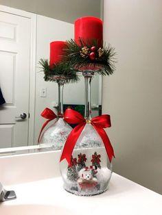 weinglas weihnachtlich dekorieren schneekugel #weihnachtsdeko #christmas