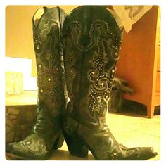Tall studded G1030 Corral Boots These studded Corral boots are beautiful! They come up just under the knee. The dimensions and retail price are listed in the pictures above. Worn only a handful of times, as you can tell by the wear on the bottoms. Very well taken care of. Corral Boots Shoes Heeled Boots