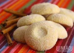 Misture o açúcar com a farinha e a manteiga, até obter uma massa macia. Modele bolinhas, e coloq...
