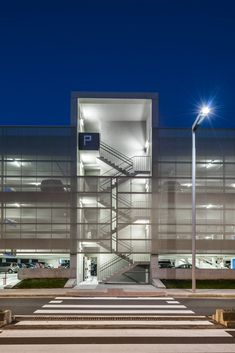 Image 25 of 25 from gallery of Parking Building / JAAM sociedad de arquitectura. Photograph by JAAM sociedad de arquitectura Parking Building, Building Facade, Car Parking, Building Design, Parking Lot, Stairs Architecture, Architecture Details, Warehouse Design, Facade Lighting