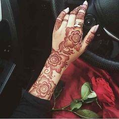 Henna Hand 💕 💅🏻 shared by Naina on We Heart It Khafif Mehndi Design, Floral Henna Designs, Arabic Henna Designs, Latest Bridal Mehndi Designs, Mehndi Designs 2018, Mehndi Designs For Girls, Mehndi Designs For Beginners, Mehndi Design Photos, Wedding Mehndi Designs